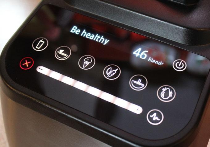 Designer 725 potrafi komunikować się z użytkownikiem za pomocą krótkich wiadomości tekstowych wyświetlanych na panelu.