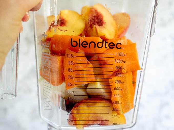 Blender Blendtec zblenduje na gładki sok nawet tak twarde składniki jak marchew