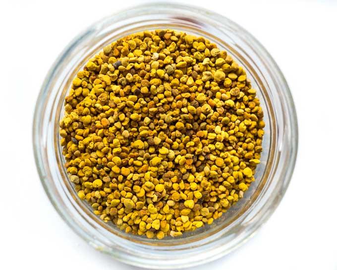 pyłek pszczeli działa jak naturalny antybiotyk. Chroni przed bakteriami i wirusami
