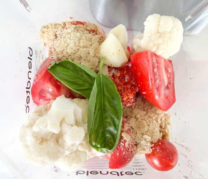 świeże pomidory, czosnek, kalafior, bazylia, chilli i nerkowce