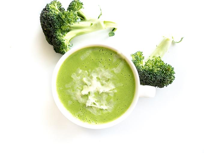Wystarczą 3 składniki i blender by przygotować zupę krem brokułowo-serową